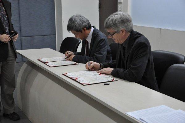 11-進行簽約.JPG