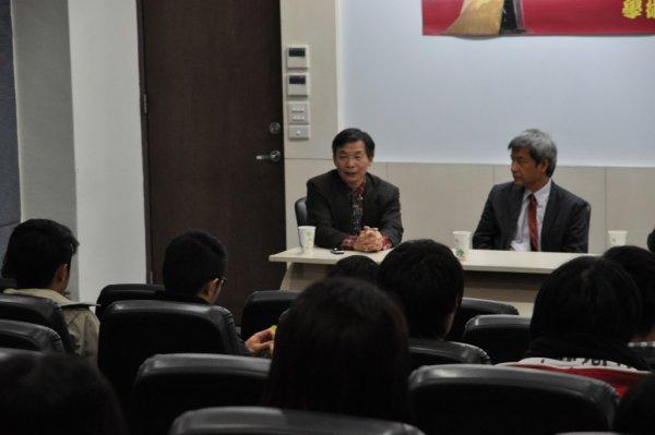 12-與系師生進行座談6.JPG