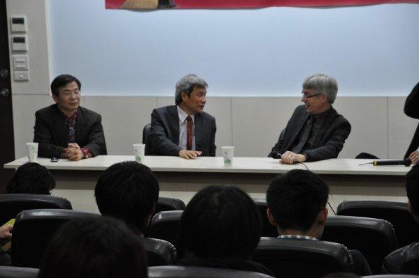 12-與系師生進行座談4.JPG