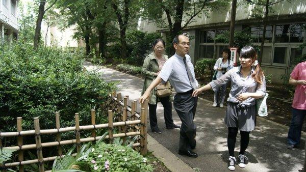 參觀東京農業大學_老師帶東海師生參觀校園.JPG