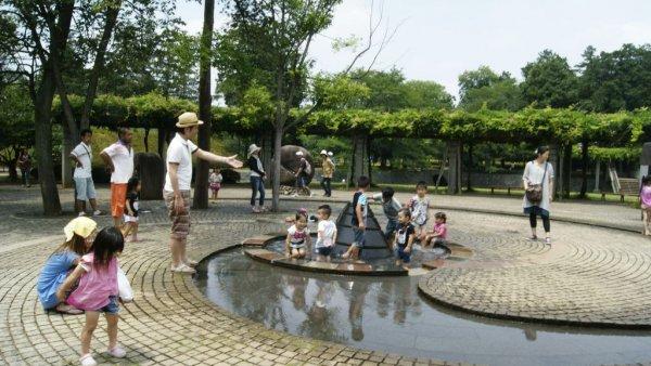 Navel Park_日本鄉下的兒童公園_設計機能符合當地使用者的需求,假日家長會帶小朋友到此野餐玩樂。.JPG