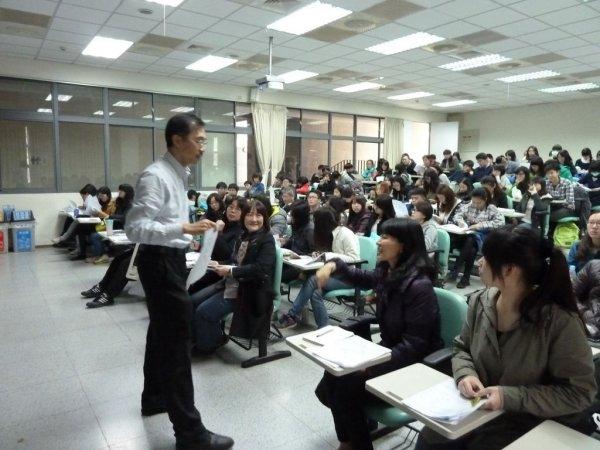 1218-李明翰教授授課2.JPG